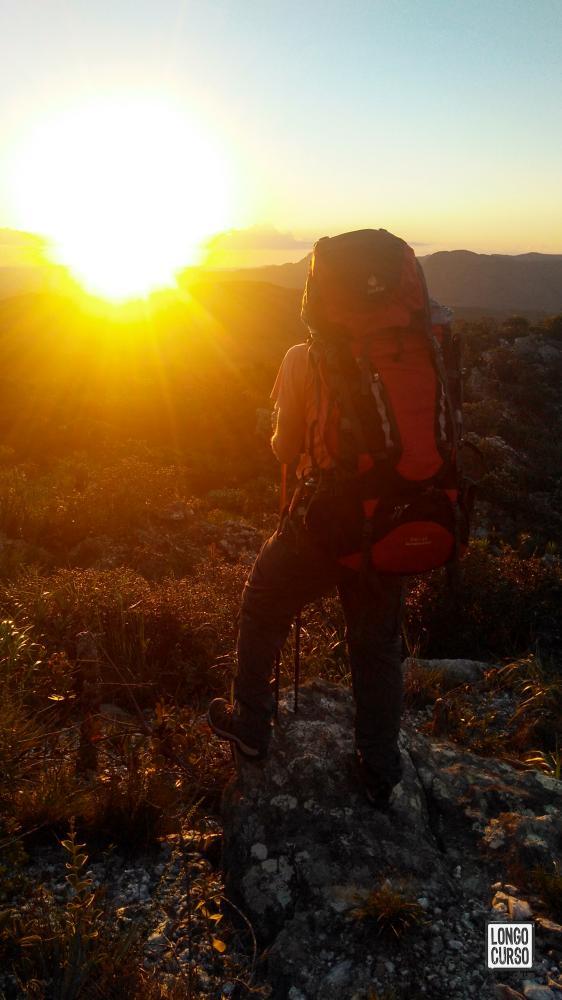 Observando o por do Sol sobre uma das rochas que apontam para o oeste