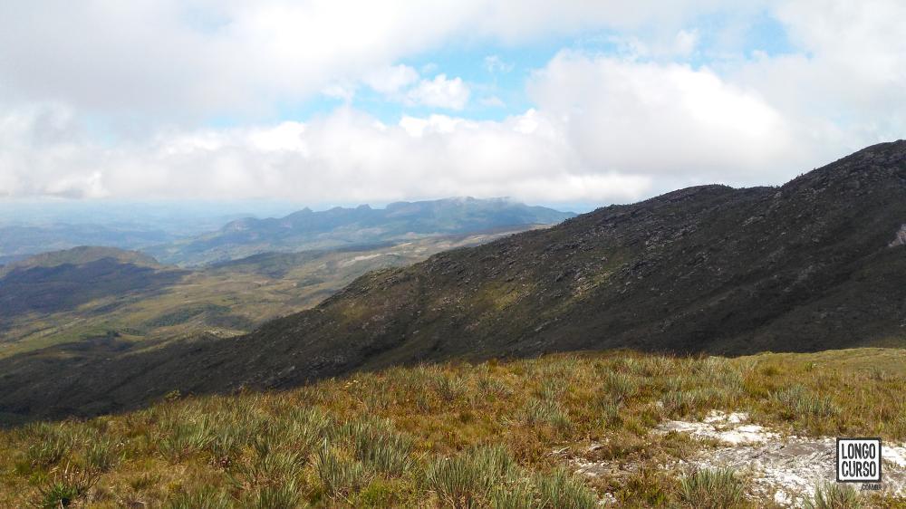 O visual da Serra do Lobo no horizonte