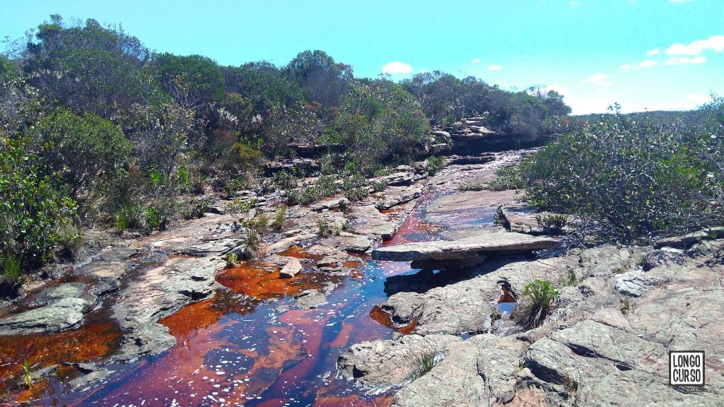 Cruzando o Córrego da Onça à caminho de Campo Alegre