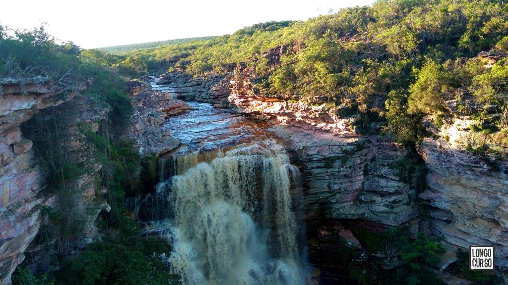 Visual da parte de cima da queda d'água do Buracão