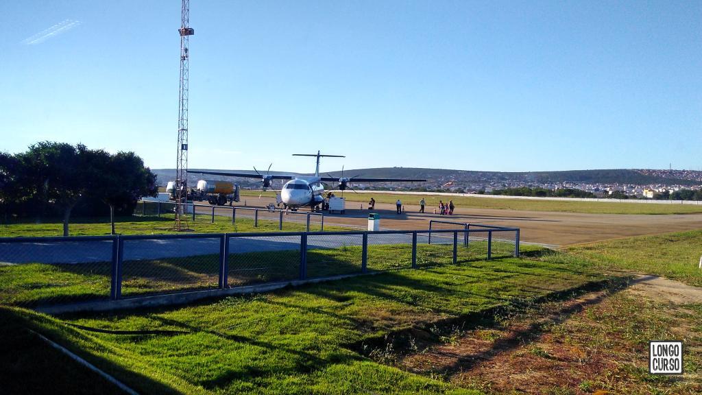 Turbo hélice pousado na pista do aeroporto de Vitória da Conquista