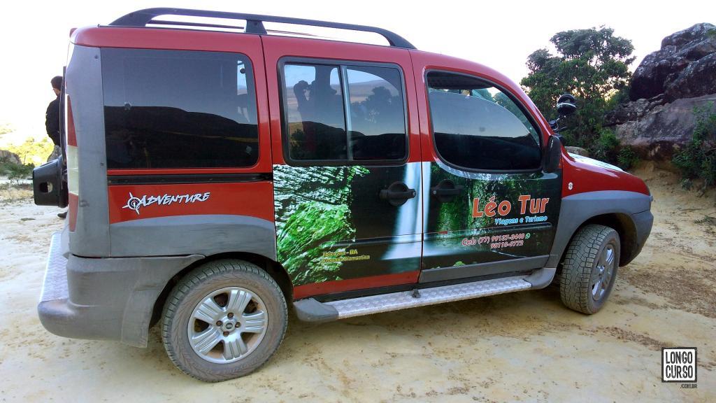 Fiat Doblô do Léo estacionada no Beco do Guiné, ponto de início da nossa travessia