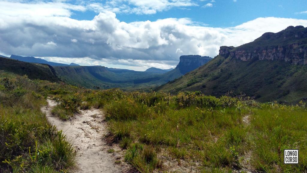 Visual do Vale do Pati a partir da sua entrada sul, a caminho da Toca do Gavião