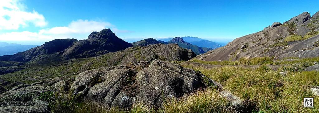 Visual do Marinzinho, Pedra Redonda e Itaguaré a partir da trilha para o cume do Marins