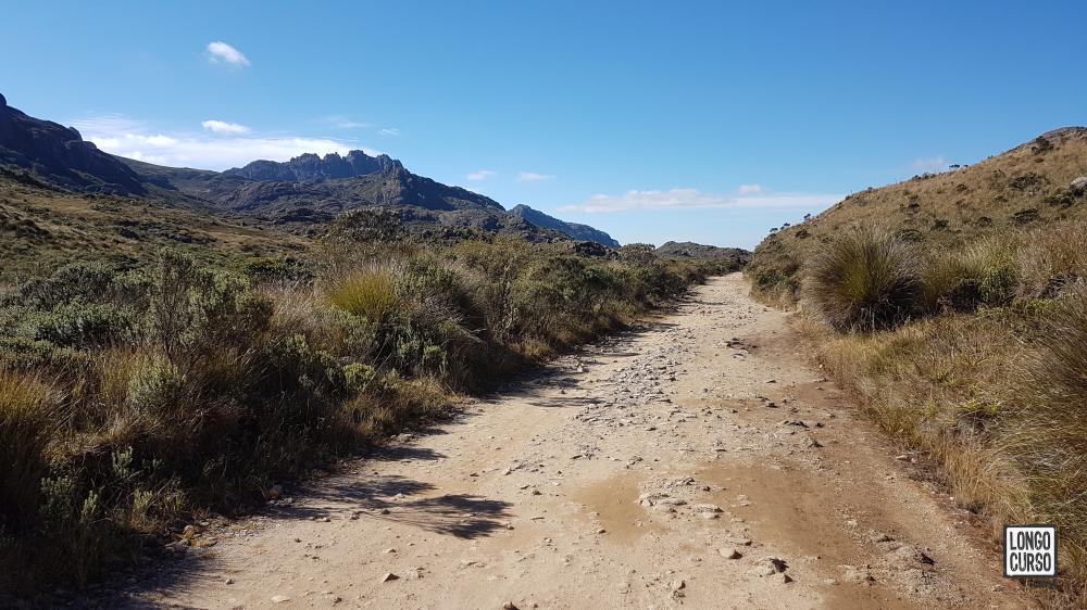 Iniciando a caminhada na estrada após o Posto Marcão