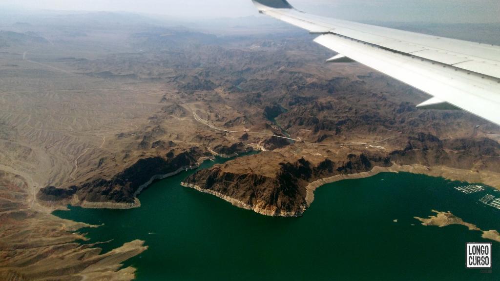 O Lake Mead e a Hoover Dam vistos minutos antes da aterrissagem em Las Vegas