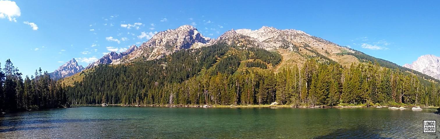 Phelps Lake. As montanhas logo atrás são o Mount Saint John e Rockchuck Peak