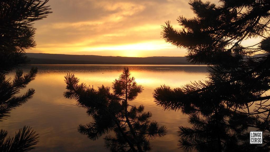 Amanhecer às margens do Heart Lake