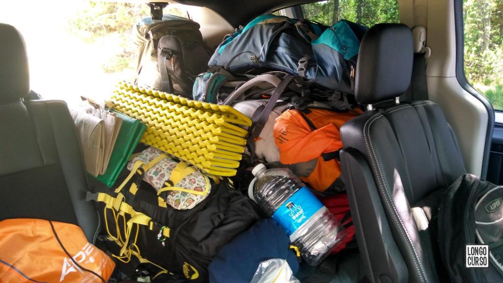 Carregando o equipamento na mala para retorno ao Canyon Campground após a primeira travessia